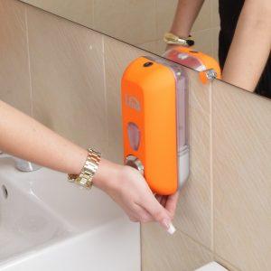 оранжевый дозатор для мыла